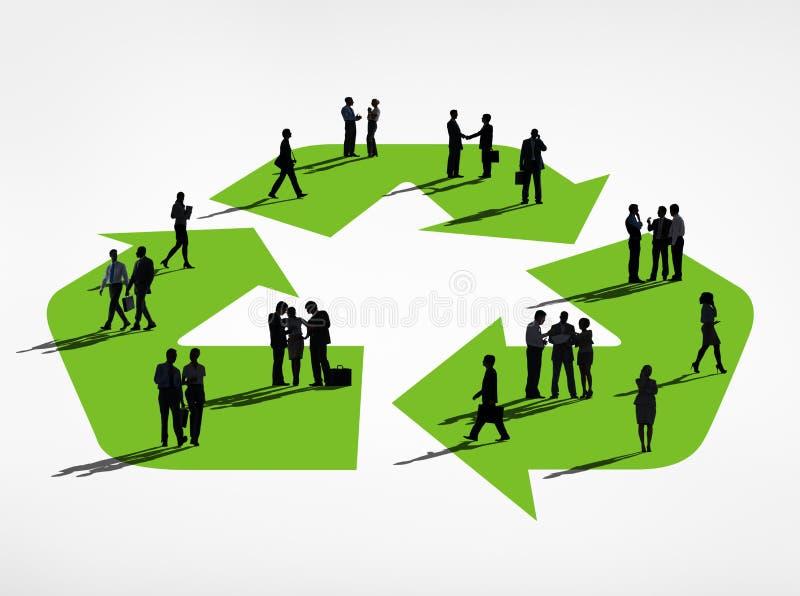 El grupo de la silueta de hombres de negocios con recicla símbolo ilustración del vector
