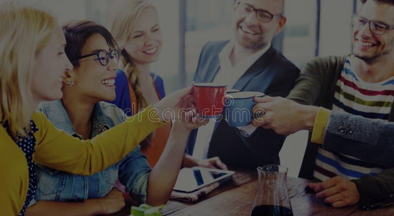 El grupo de personas anima concepto del descanso para tomar café imagen de archivo