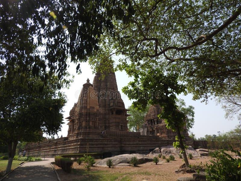 El grupo occidental de templos de Khajuraho, en un día claro, Madhya Pradesh la India es un sitio del patrimonio mundial de la UN imagen de archivo libre de regalías