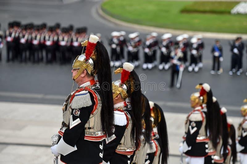 El Guardia Nacional de Italia del honor durante una ceremonia militar fotografía de archivo