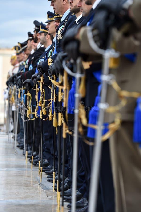 El Guardia Nacional de Italia del honor durante una ceremonia militar fotografía de archivo libre de regalías