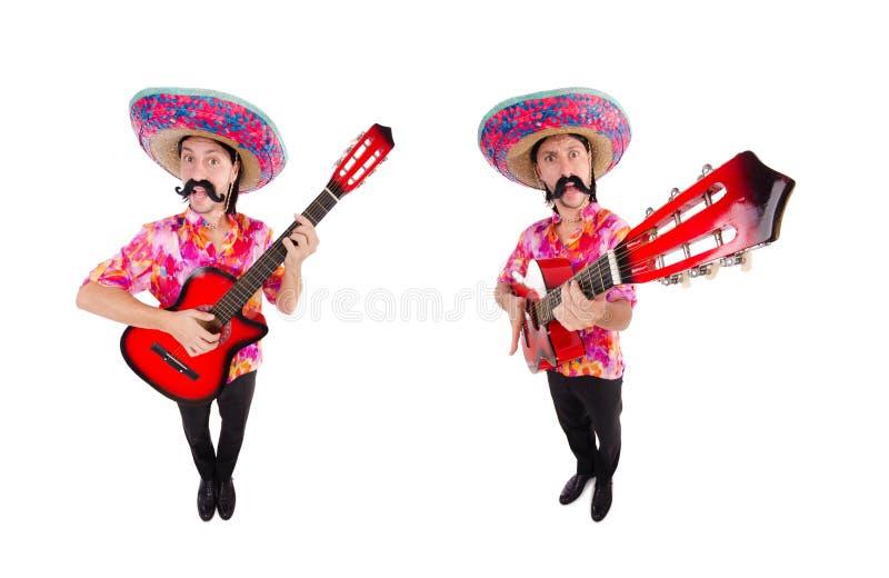 El guitarrista mexicano aislado en el blanco foto de archivo