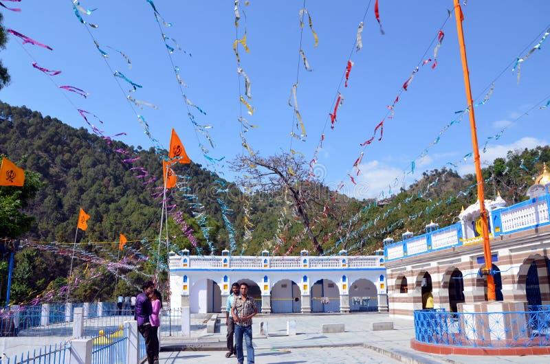 El Gurdwara sikh (templo) en Rewalsar imagen de archivo