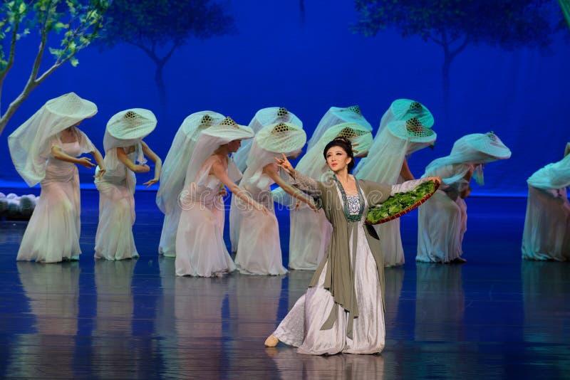 El gusano de seda- de alimentación de la madre de la mora primero actúa: el ` de seda de la princesa de la danza de la mora del ` imagen de archivo libre de regalías