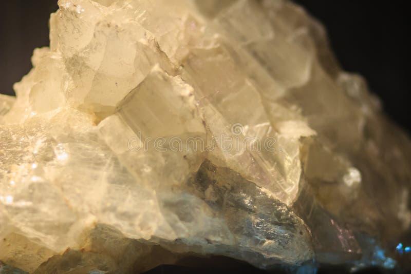 El hábito laminar del yeso o los cristales laminares del yeso oscila el specim imagen de archivo libre de regalías