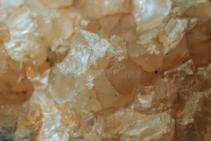El hábito laminar del yeso o los cristales laminares del yeso oscila el specim imágenes de archivo libres de regalías