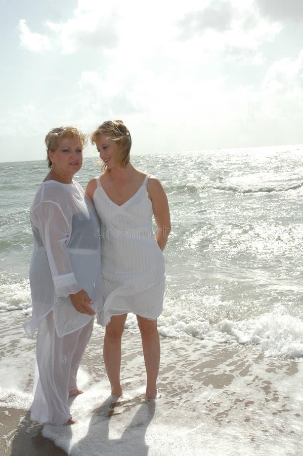 Download El hablar de las mujeres imagen de archivo. Imagen de orilla - 1295859