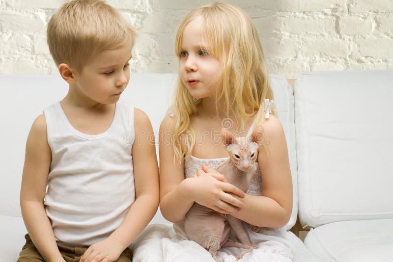 El hablar de los niños hermosos fotos de archivo libres de regalías
