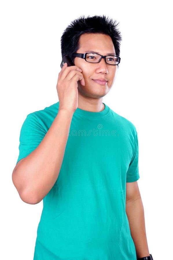 El hablar en el teléfono celular fotografía de archivo