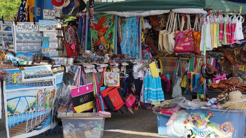 El hacer compras en el puerto de Willemstad fotografía de archivo libre de regalías