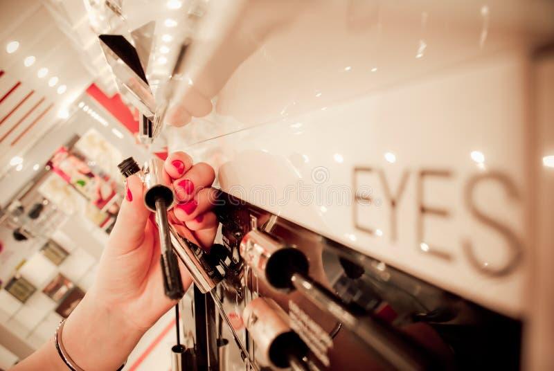 El hacer compras para los cosméticos fotos de archivo libres de regalías