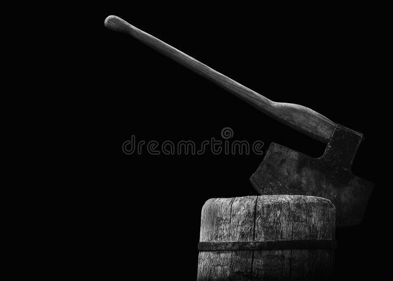 El hacha del verdugo en el bloque foto de archivo