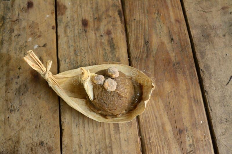 El helado exótico del pinole de México, un maíz azteca basó el helado hecho bebida en un mercado local imagen de archivo libre de regalías