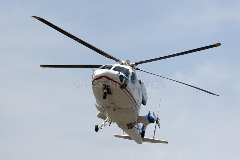 El helicóptero está aterrizando imagenes de archivo