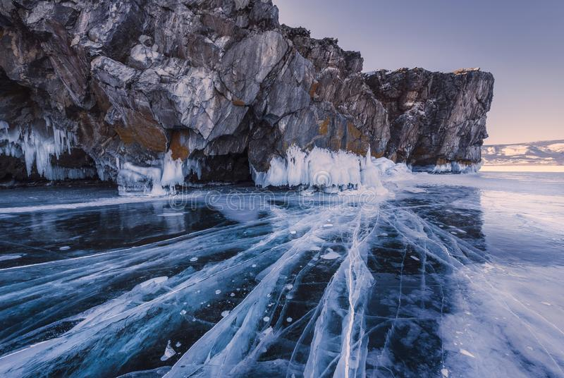 El hielo azul del lago Baikal, Rusia foto de archivo libre de regalías