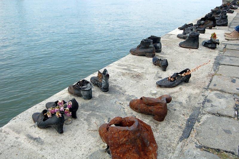 El hierro calza el monumento a la gente judía fotos de archivo