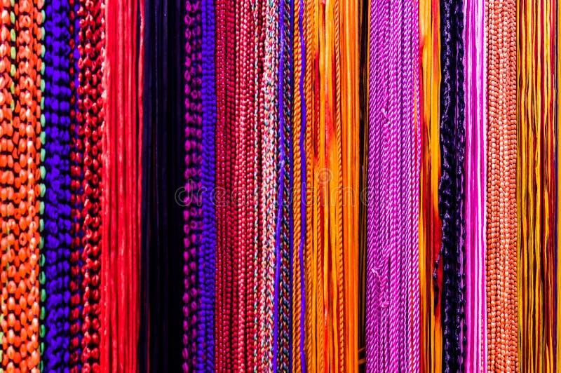 El hilo colorido de muchos colorea fotografía de archivo