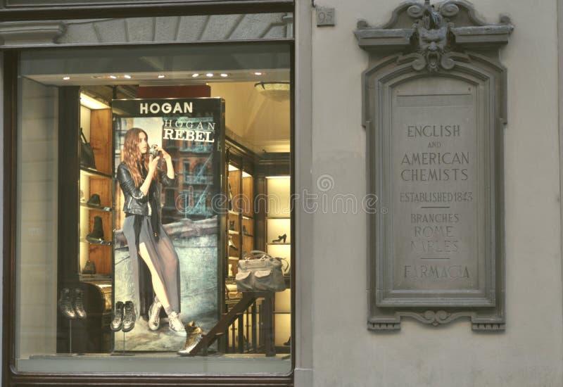 El Hogan se divierte el departamento de zapatos en Italia fotos de archivo