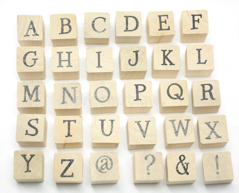 El hogar hecho bloquea alfabeto imagen de archivo libre de regalías