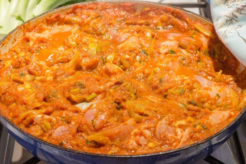 El hogar hizo el curry del pollo de la mantequilla fotos de archivo
