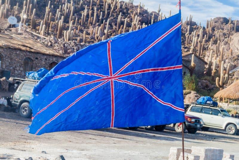 El hogar hizo la bandera del Reino Unido en el plano de la sal de Salar de Uyuni, Boliv foto de archivo