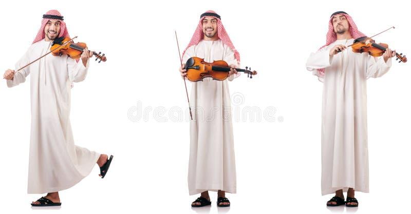El hombre árabe que toca el violín aislado en blanco imagen de archivo libre de regalías