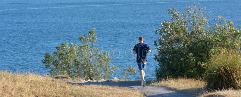 El hombre corre al aire libre fotos de archivo libres de regalías