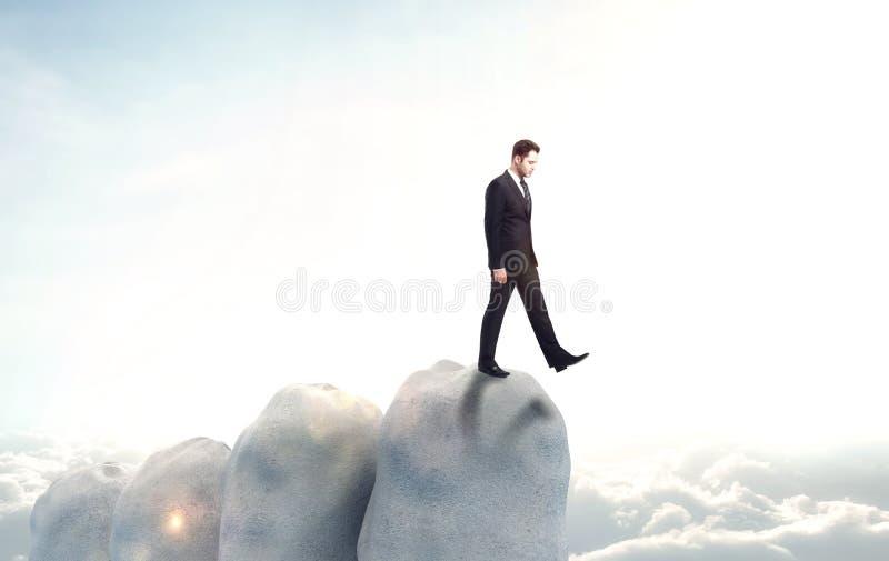 El hombre de negocios cae en el abismo imagen de archivo libre de regalías
