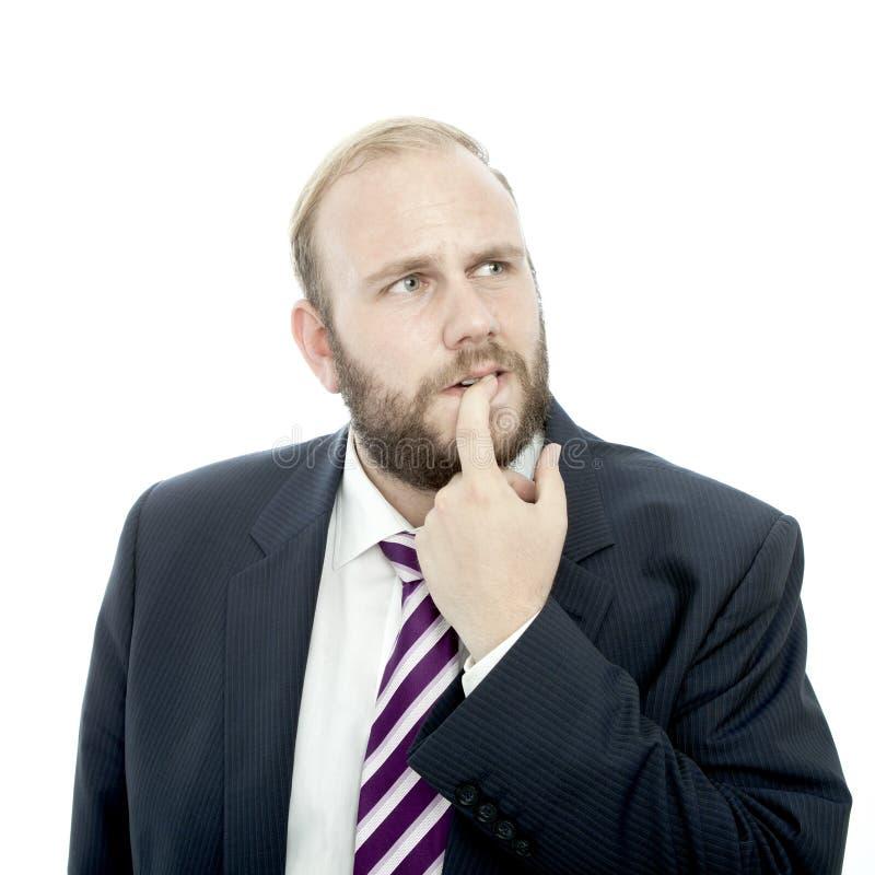 El hombre de negocios de la barba es de pensamiento e inseguro imagenes de archivo