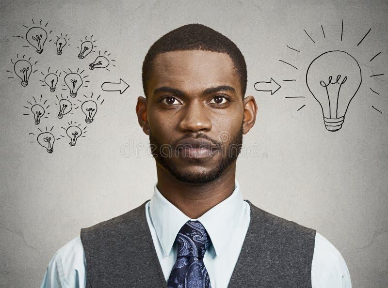 El hombre de negocios del Headshot tiene una idea imagen de archivo