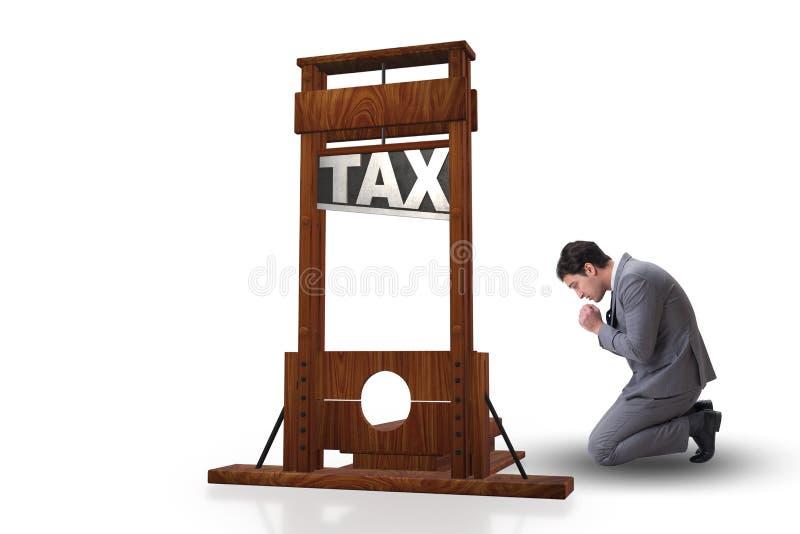 El hombre de negocios en concepto pesado del negocio de los altos impuestos fotografía de archivo libre de regalías