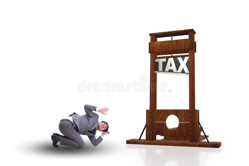 El hombre de negocios en concepto pesado del negocio de los altos impuestos foto de archivo