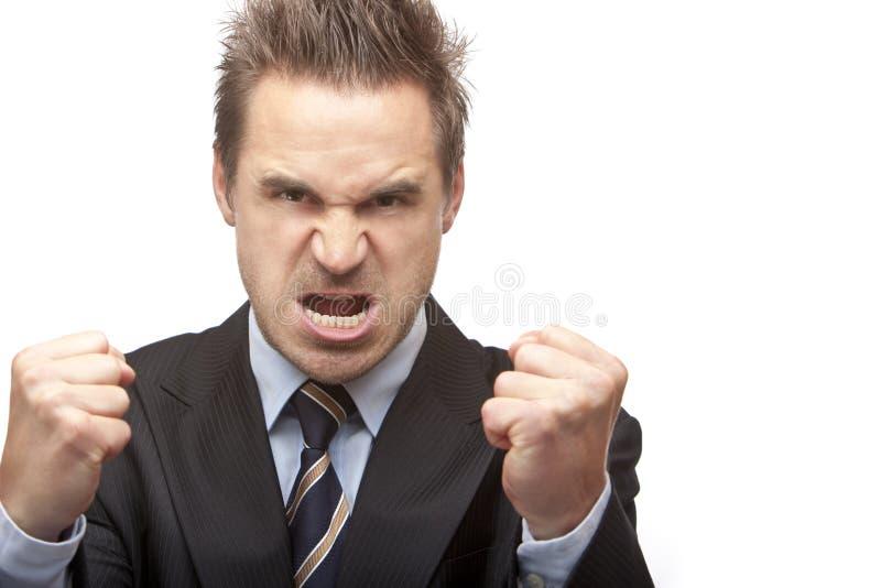 El hombre de negocios está absolutamente enojado y muestra los puños imágenes de archivo libres de regalías