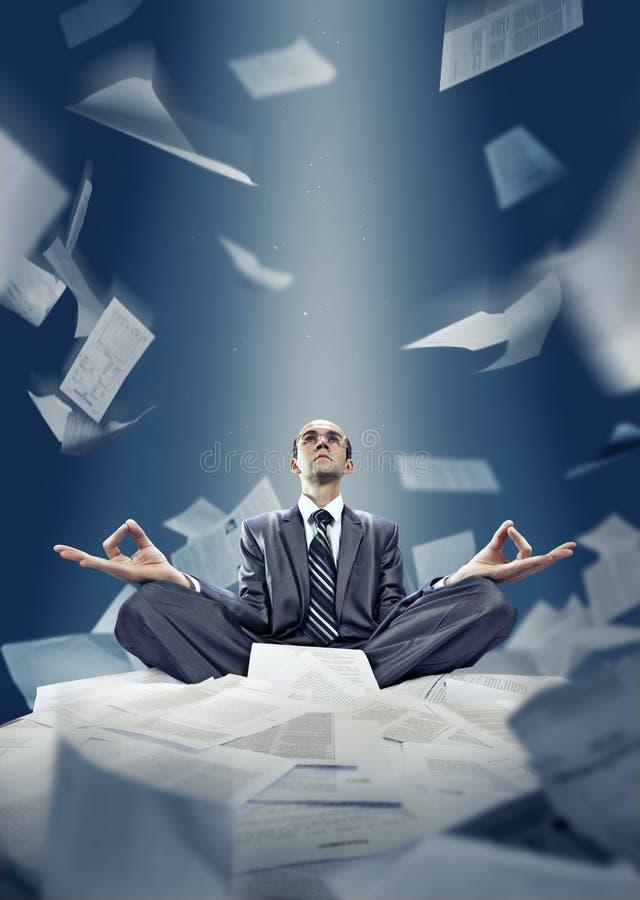 Download El Hombre De Negocios Está Meditando Con Los Documentos Foto de archivo - Imagen de persona, leader: 42426638