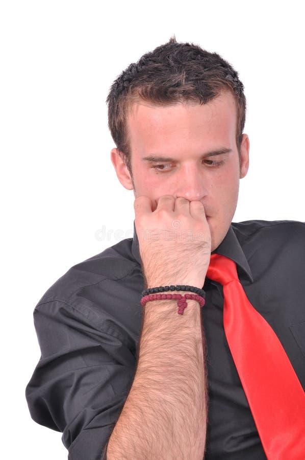 El hombre de negocios joven está pensando imagen de archivo