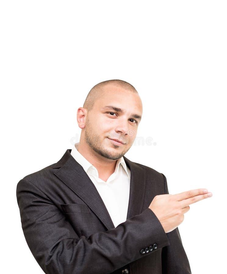 El hombre de negocios joven muestra algo con su mano fotos de archivo libres de regalías