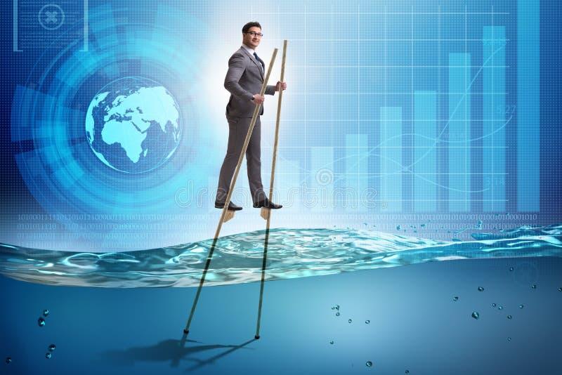 El hombre de negocios que camina en los zancos en el mar del agua stock de ilustración