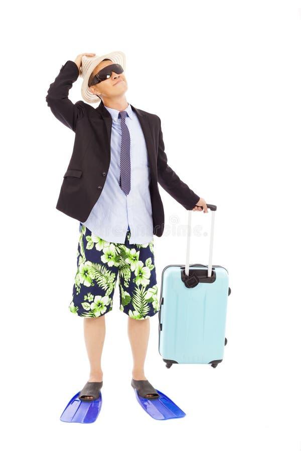 El hombre de negocios que sostiene un equipaje y mira para arriba foto de archivo libre de regalías