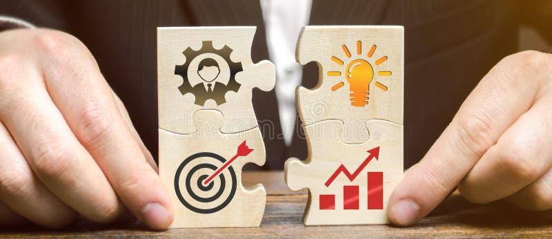El hombre de negocios recoge rompecabezas con la imagen de las cualidades de hacer negocio Concepto del planeamiento de la estrat foto de archivo