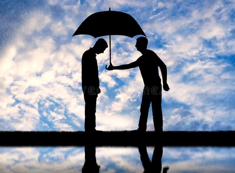 El hombre del altruista da su paraguas a otro hombre triste que se coloca bajo la lluvia libre illustration