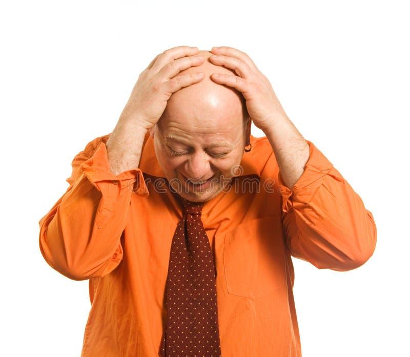 El hombre en una camisa anaranjada fotografía de archivo