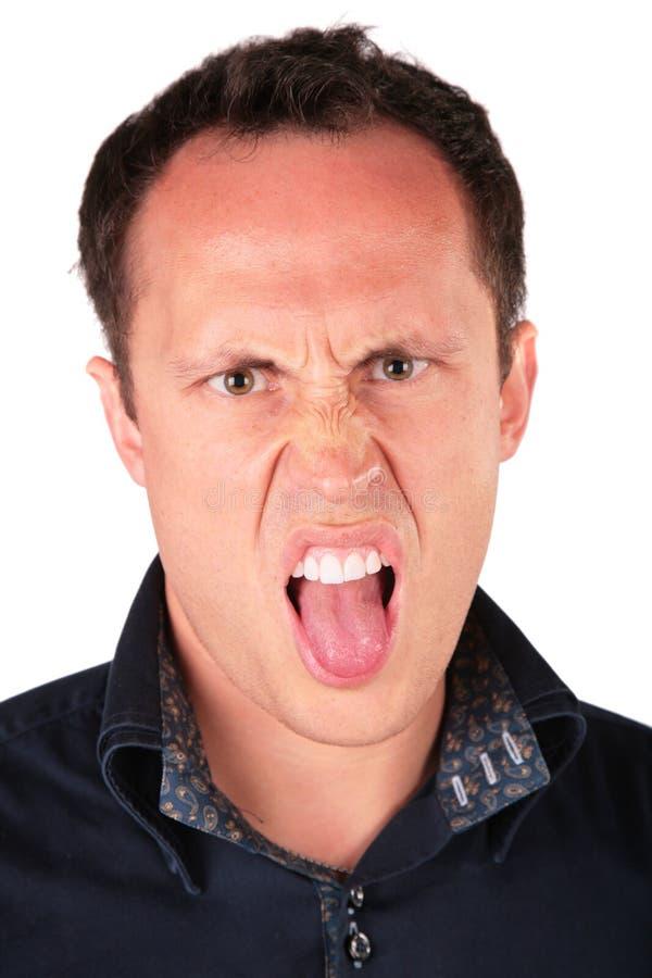 El hombre enojado muestra la lengüeta fotos de archivo