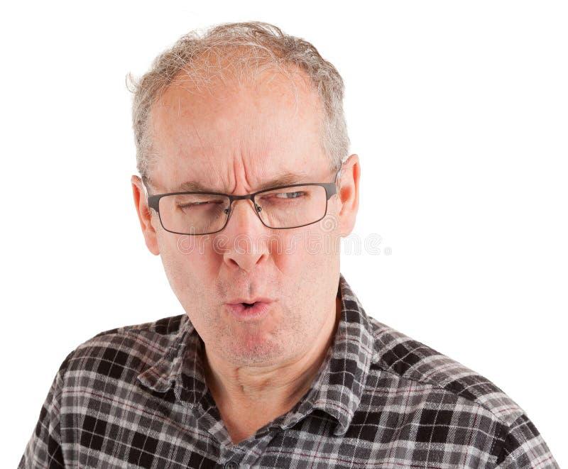 El hombre es escéptico sobre algo fotos de archivo libres de regalías