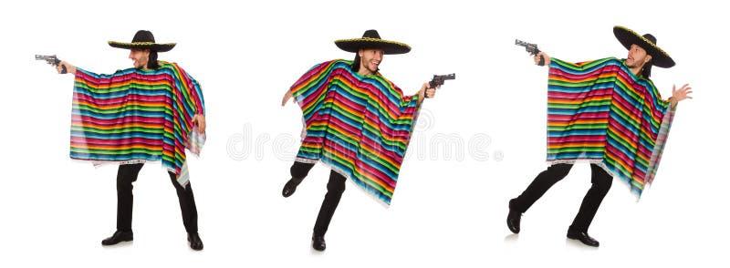 El hombre hermoso en el poncho vivo que sostiene el arma aislado en blanco imagen de archivo