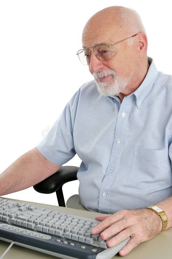 El hombre mayor goza del ordenador imagen de archivo