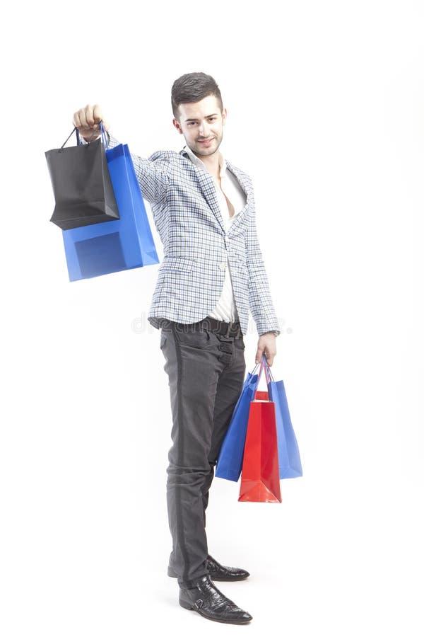 El hombre muestra compras imagenes de archivo