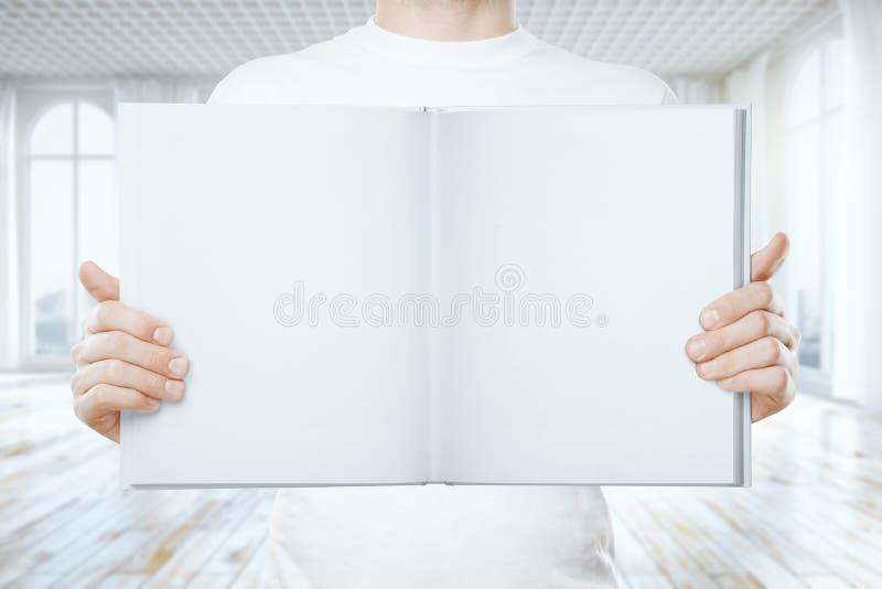 El hombre que se considera vacío se abre ilustración del vector