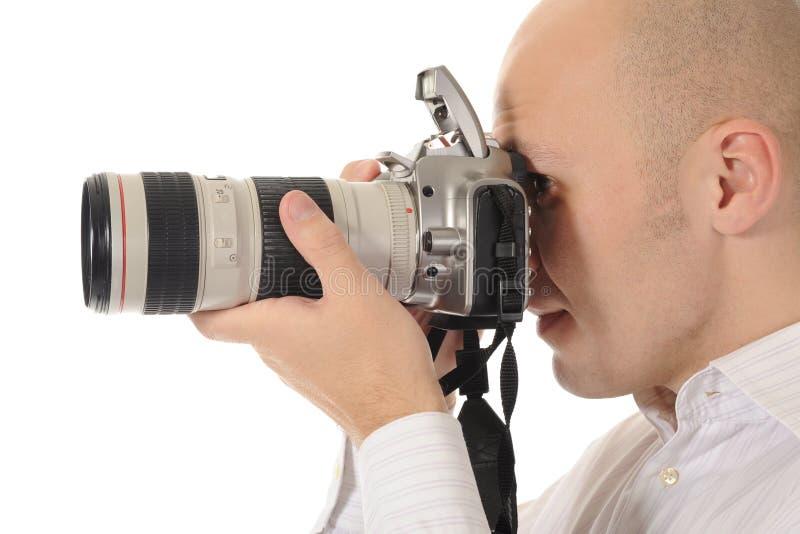 El hombre sostiene una cámara imagen de archivo