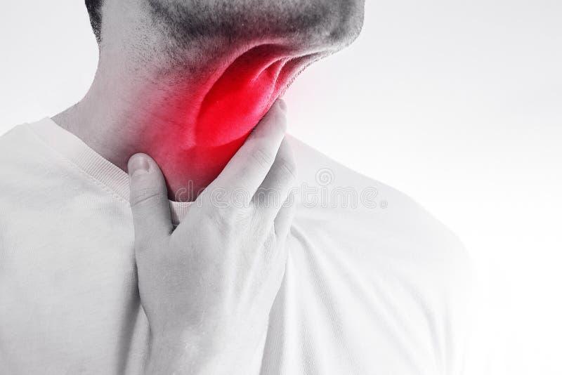 El hombre toca su garganta dolorida, cuello, temperatura, mocos, ilustración del vector