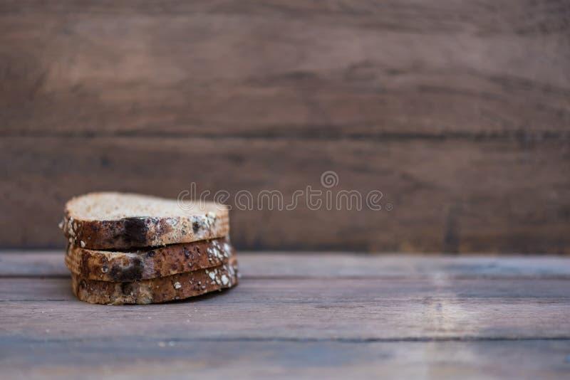 El hongo encendido expira pan foto de archivo